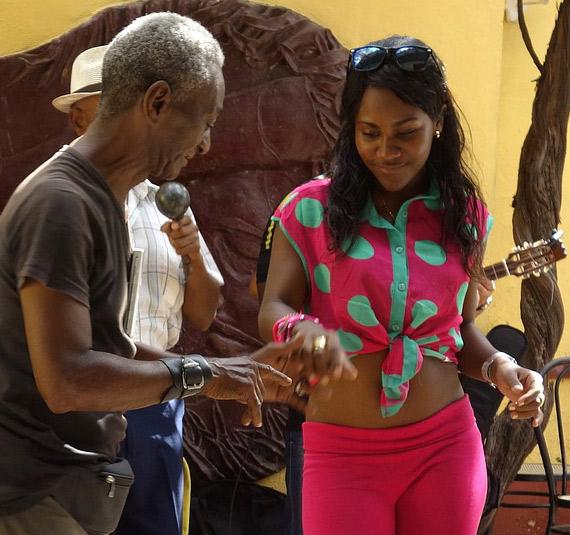 Lateinamerikanische Lebensfreude beim Tanzen - spanisch verstehen