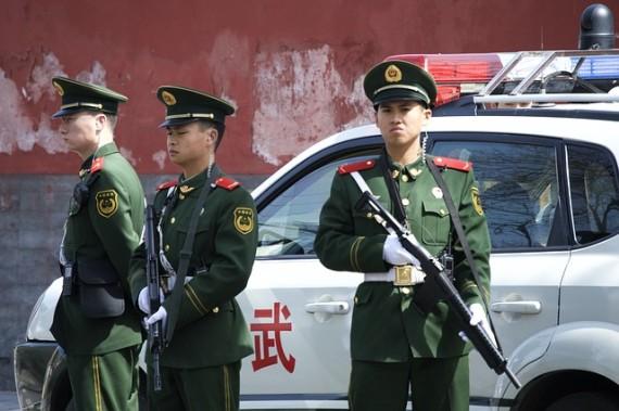 chinesische Polizei in China - kann oft kein englisch sondern nur chinesisch sprechen