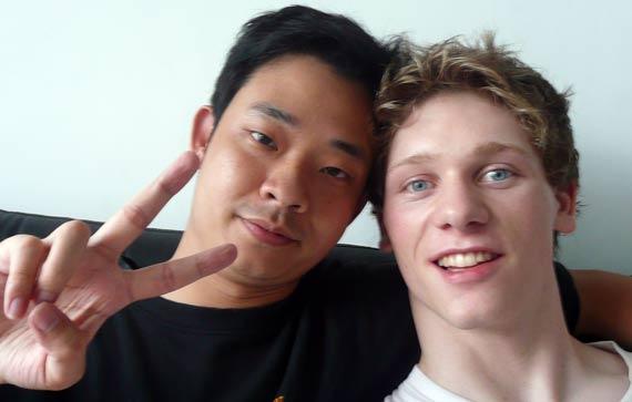 Scott und Kilian beim Teetrinken - chinesisch sprechen