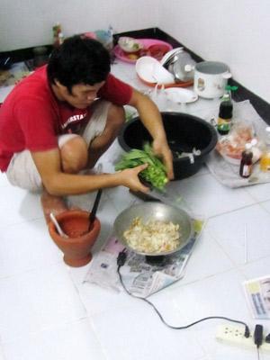 Thailändisch TomYum und Battai essen